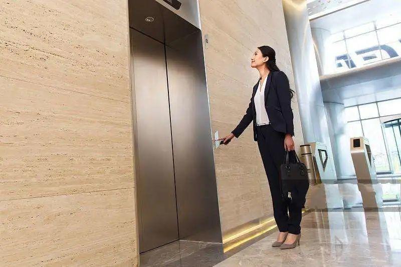 据说Java程序员等电梯的时候,都想过调度算法
